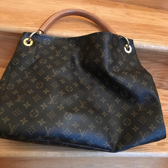 e540ab8a302 Louis Vuitton Handbags - Authentic Louis Vuitton Artsy MM handbag
